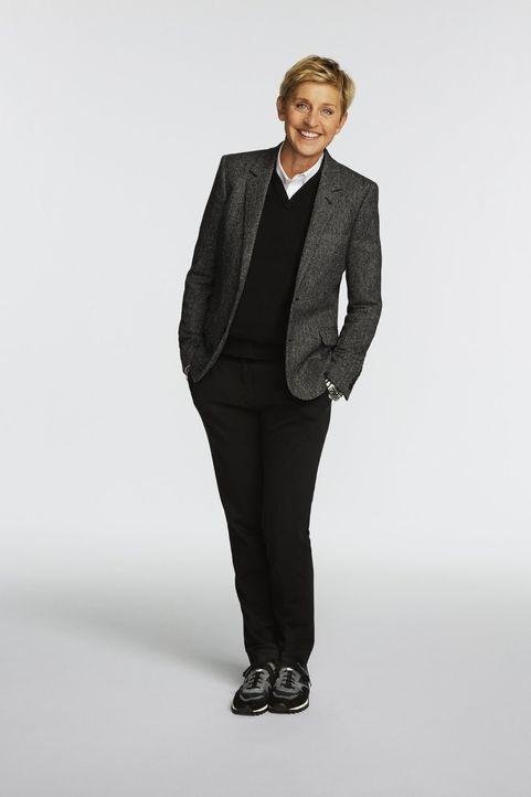 (1. Staffel) - Welcher kreative Bastler kann Ellen DeGeneres und die Jury mit seinen in kürzester Zeit hergestellten Möbeln überzeugen? - Bildquelle: 2015 Warner Bros.