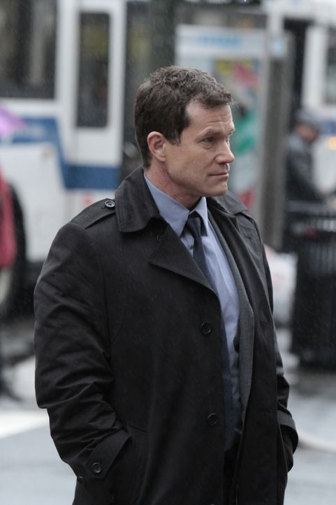 Bei den Ermittlungen in einem neuen Mordfall trifft Detective Al Burns (Dylan Walsh) auf seine Ex-Freundin Carrie Wells ... - Bildquelle: 2011 CBS Broadcasting Inc. All Rights Reserved.