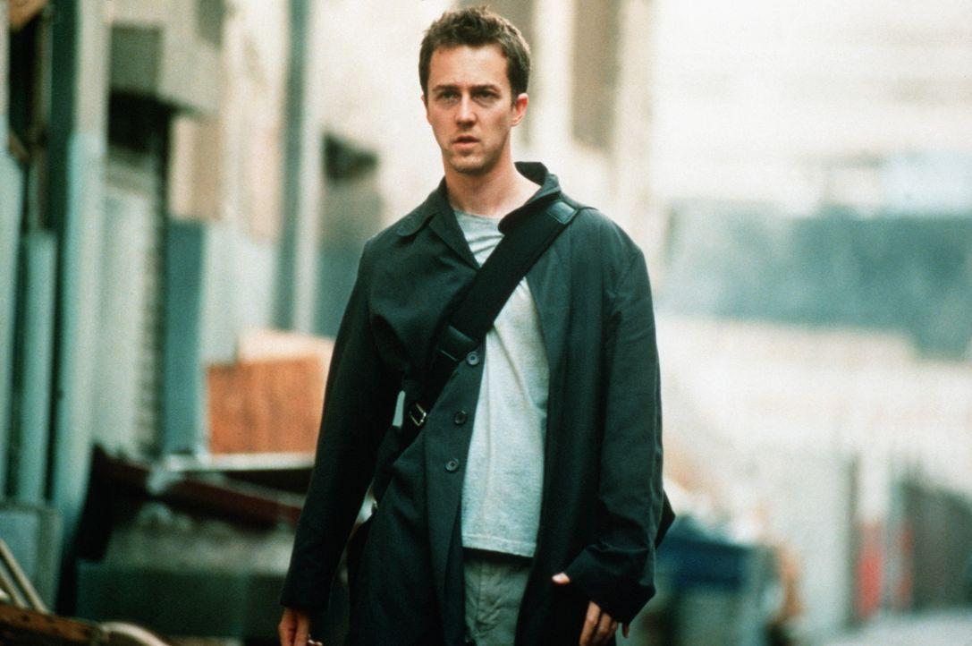 Nachdem seine Wohnung in die Luft gejagt wurde, findet der desillusionierte Jack (Edward Norton) Unterschlupf bei dem selbstbewussten Tyler Durden.... - Bildquelle: 20th Century Fox
