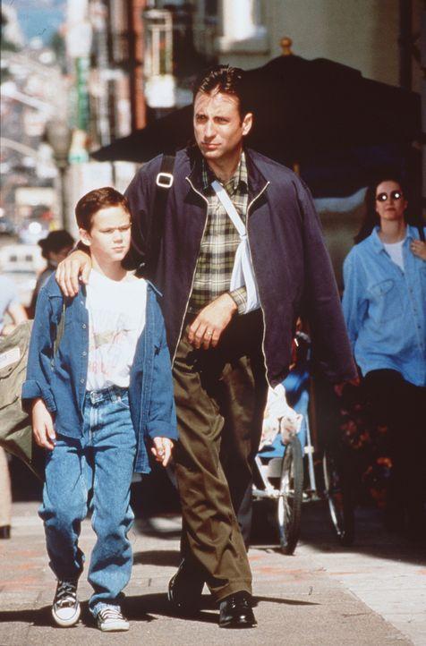 Schlechte Nachrichten für Frank (Andy Garcia, r.) und seinen todkranken Sohn Matt (Joseph Cross, l.), denn der Knochenmarkspender ist ein psychopat... - Bildquelle: Sony Pictures Television International. All Rights Reserved.