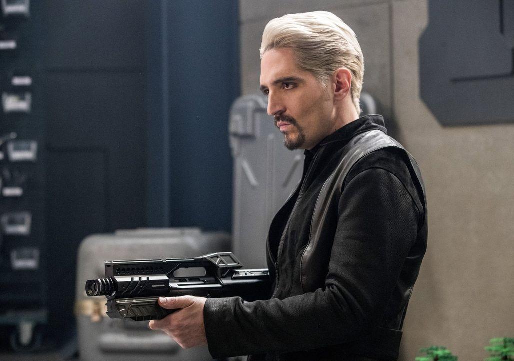 Als Abra Kadabra (David Dastmalchian) mit in Star City auftaucht, lässt auch Gypsy nicht lange auf sich warten. Doch Die Jägerin und das Team Flash... - Bildquelle: 2016 Warner Bros.