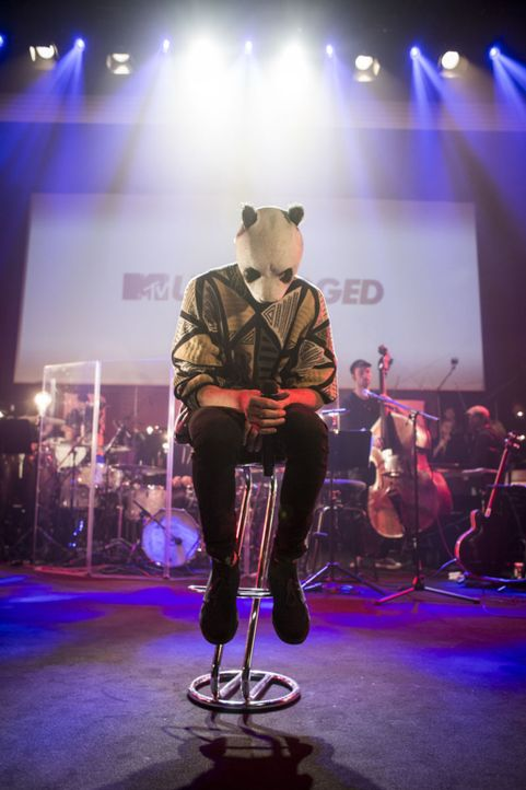 """Stecker raus, Vorhang auf, der Panda ist los ... Tatort """"Scala""""-Kino in Ludwigsburg: Vor nur 300 Fans spielte Cro, der Erfinder des Raops, seine grö... - Bildquelle: Delia Baum"""