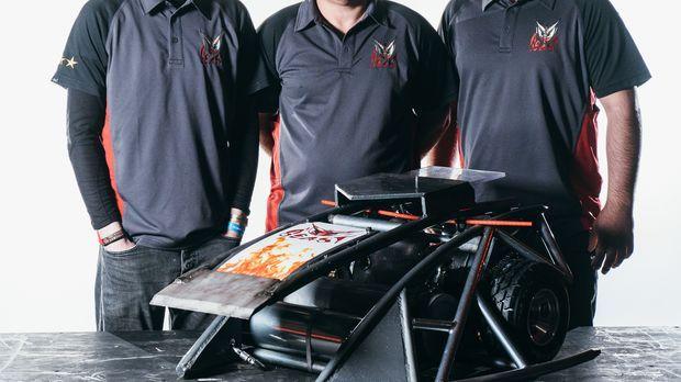Das Team Beast will mit ihrem selbstgebauten Roboter den gegenerischen Teilne...