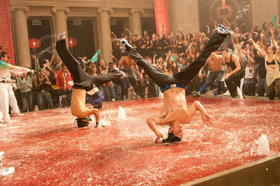 """Die New Yorker Tanztruppe """"House of Pirates"""" hat eine hammermäßige Choreografie entwickelt, die ihr eigentlich den Sieg im Tanzwettbewerb bringen so... - Bildquelle: Constantin Film"""