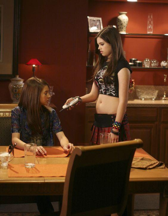 Ein Junge ruft für Amy (Shailene Woodley, l.) an?! Da wird die kleine Schwester Ashley (India Eisley, r.) natürlich neugierig... - Bildquelle: ABC Family