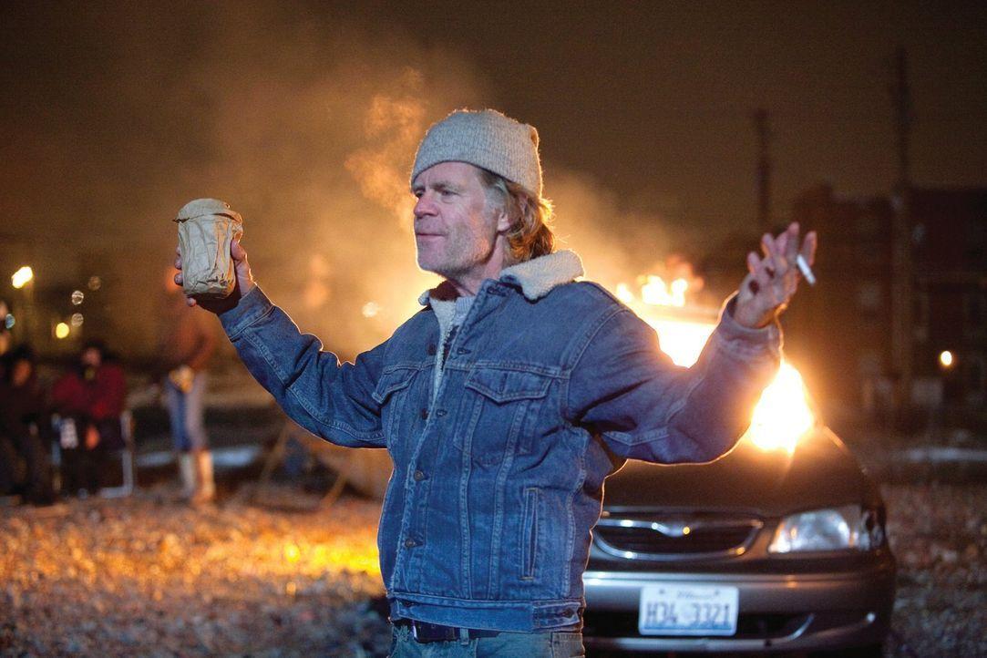 Während seine Kinder sich schon an die neue Waschmaschine gewohnt haben, kämpft Frank (William H. Macy) noch mit der Umstellung ... - Bildquelle: 2010 Warner Brothers
