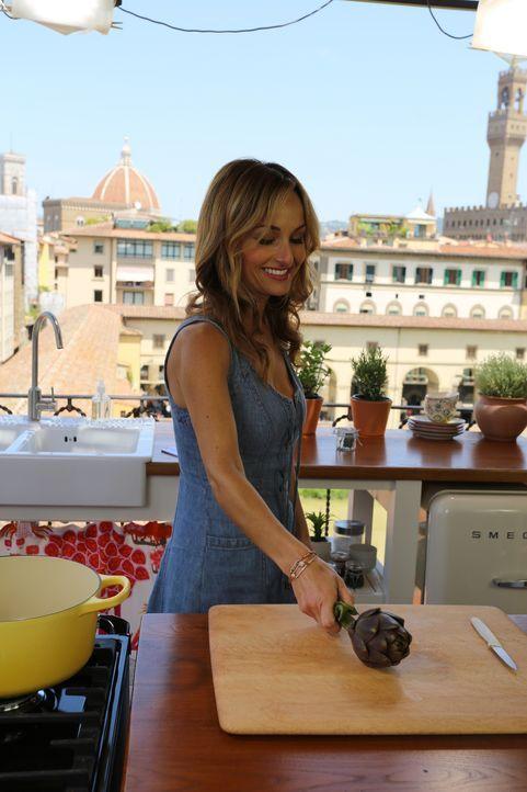 Für ein Essen mit ihrer Tochter und Nonna V bereitet Giada (Foto) gegrillte Artischocken zu ... - Bildquelle: 2016,Television Food Network, G.P. All Rights Reserved