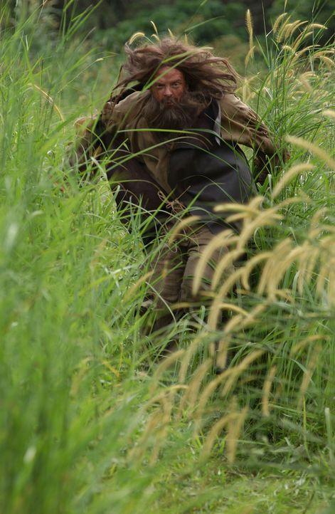 Bei ihrer Flucht vor den Piraten treffen Captain Smith und seine Leute auf einen verwildert aussehenden Mann, der ihnen schon einmal geholfen hatte,... - Bildquelle: 2006 RHI Entertainment Distribution, LLC