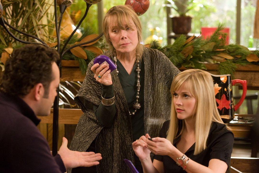 Brads (Vince Vaughn, l.) Mama Paula (Sissy Spacek, M.) ist überglücklich, ihren Sohn mal wieder im Haus zu haben. Doch als Kate (Reese Witherspoon,... - Bildquelle: Warner Bros. Television