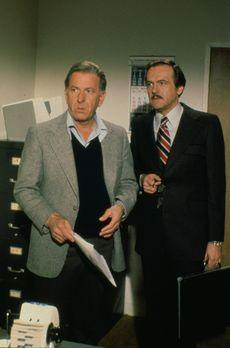 Quincy - Dr. R. Quincy (Jack Klugman, l.) und Dr. Robert Asten (John S. Ragin...