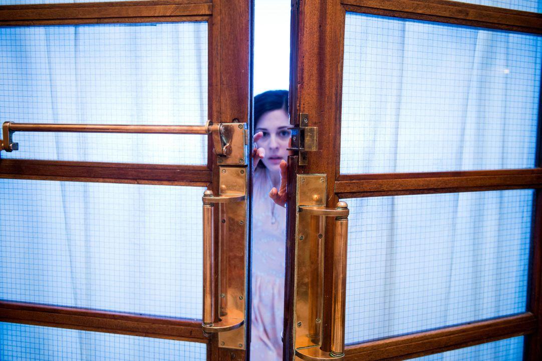 Verfolgt von den Geschehnissen ihrer Vergangenheit und getrieben durch die Angst um die ihr anvertrauten Kinder, versucht die Lehrerin Eve Parkins (... - Bildquelle: Nick Wall Angelfish Films Limited 2014 Photo