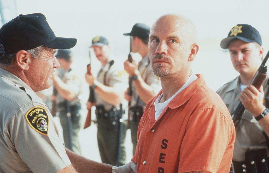 Eines Tages soll eine Gruppe Schwerverbrecher mit einem Flugzeug in ein neues Hochsicherheitsgefängnis verlegt werden, darunter auch der hemmungslo... - Bildquelle: Buena Vista International