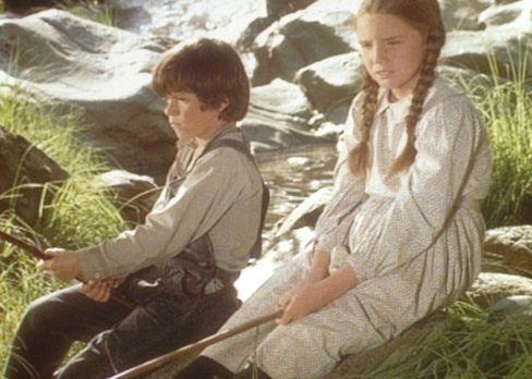 Unsere kleine Farm - Jonah (Shane Sinutko, l.) und Laura (Melissa Gilbert, r....