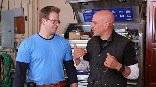 Michael Symon (r.) ist Küchenchef und moderierte bereits zahlreiche Food Netw...