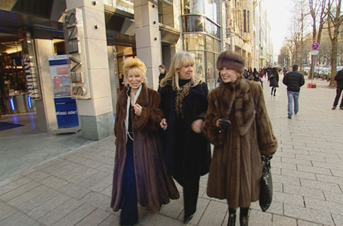 Wirtschaftskrise? Was kostet die Welt! Die superreiche Schickeria in Düsseldorf kann sich fast alles leisten. Wo sie einkauft und wie sie lebt, zei... - Bildquelle: SAT.1