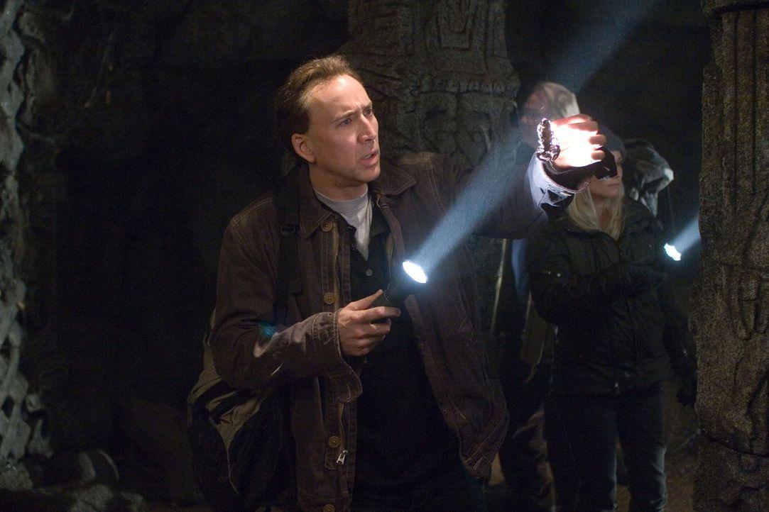 Das Tagebuch des Lincoln-Attentäters führt Schatzjäger Benjamin Franklin Gates (Nicolas Cage) auf die Spur einer weltweiten Verschwörung ... - Bildquelle: Disney Enterprises, Inc.  All rights reserved.