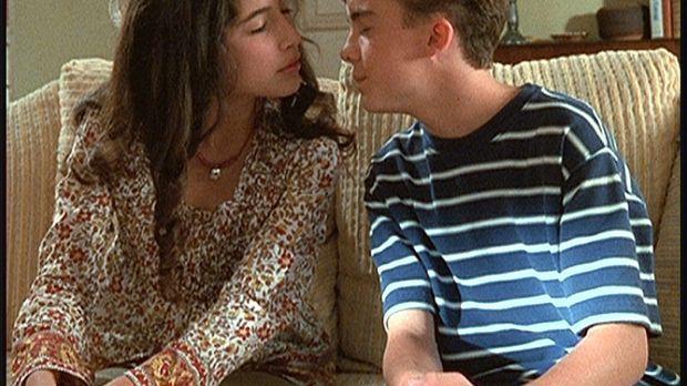 Die neue Mitschülerin Cynthia (Tania Raymonde, l.) hat Malcolm (Frankie Muniz...