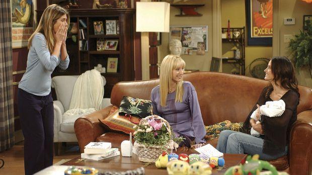 Monica (Courtney Cox, r.) ist die einzige, die es schafft, die kleine Emma zu...