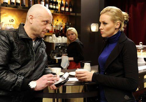 Miriam wird Zeuge, wie Alexandra alles daran setzt Bea weiter zu schaden, und Kommissar Hinze von deren Verhältnis zu Ben erzählt ... - Bildquelle: Christoph Assmann - Sat1