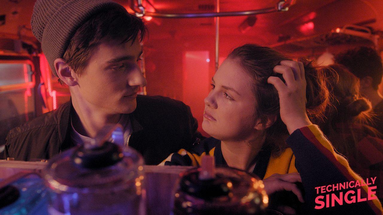 Mehr als nur Freunde? - Bildquelle: COCOFILMS / KARBE FILM