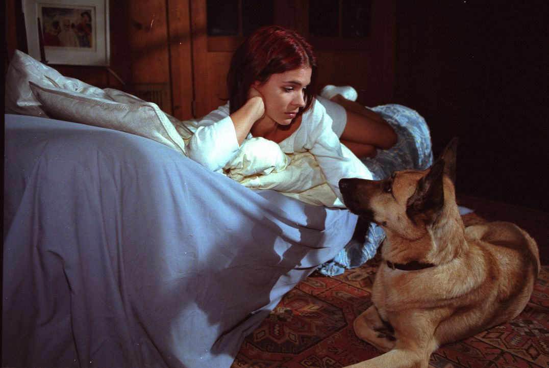 """Ein starkes Team wider Willen: Sonia (Katja Woywood) und """"Bigfoot"""" machen sich auf die Suche nach Karin. - Bildquelle: Noreen Flynn Sat.1"""