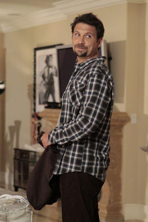 Freut sich auf Halloween, doch mit seiner Dekoration stößt er bei der Nachbarschaft auf Ablehnung: George (Jeremy Sisto) ... - Bildquelle: Warner Bros. Television