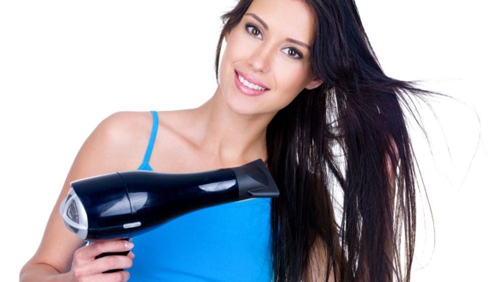 Hitzeschutz fürs Haar: So richten Föhn und Co. keinen Schaden an - Bildquelle: iStockphoto