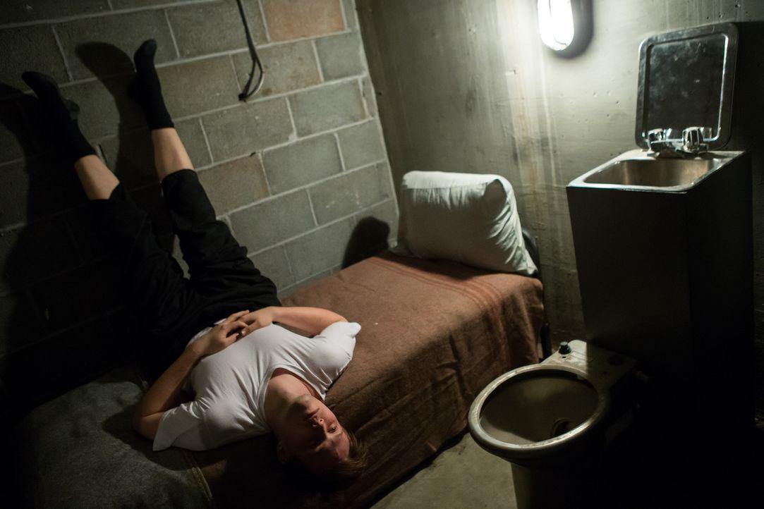 Unschuldig hinter Gittern: Dem 21-jährigen John Keenan werden zu unrecht verschiedene Delikte vorgeworfen. Kommt die Wahrheit ans Licht und er weide... - Bildquelle: Darren Goldstein Cineflix 2014