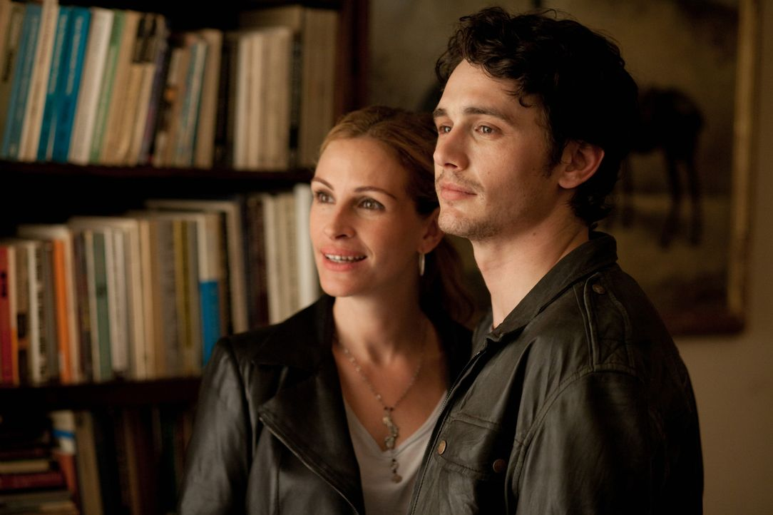 Karriere, Haus und Mann machen Liz Gilbert (Julia Roberts, l.) eines Tages keinen Spaß mehr, der neue Lover (James Franco, r.) sorgt auch nur vorübe... - Bildquelle: 2010 Columbia Pictures Industries, Inc. All Rights Reserved.