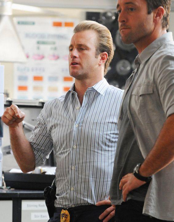 Versuchen den Mord an einen Professors der Universität Oahu aufzuklären: Danny (Scott Caan, l.) und Steve (Alex O'Loughlin, r.) ... - Bildquelle: 2012 CBS Broadcasting, Inc. All Rights Reserved.