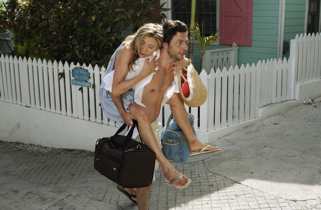 Da Elliot (Sarah Chalke, l.) seit drei Tagen nichts mehr gegessen hat, um eine gute Bikinifigur auf den Bahamas zu haben, ist sie zu erschöpft, um s... - Bildquelle: Touchstone Television