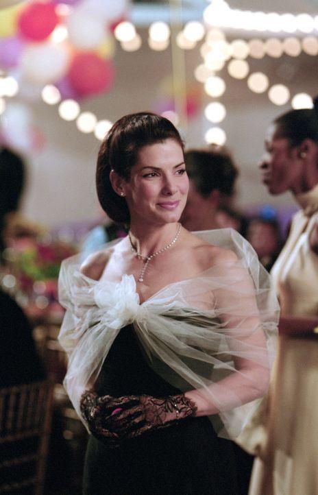 Immer wieder lässt sich Lucy (Sandra Bullock) von ihrem Chef um den Finger wickeln. Neben ihrer Anwaltstätigkeit kleidet sie ihn ein, hilft in allen... - Bildquelle: Warner Bros.