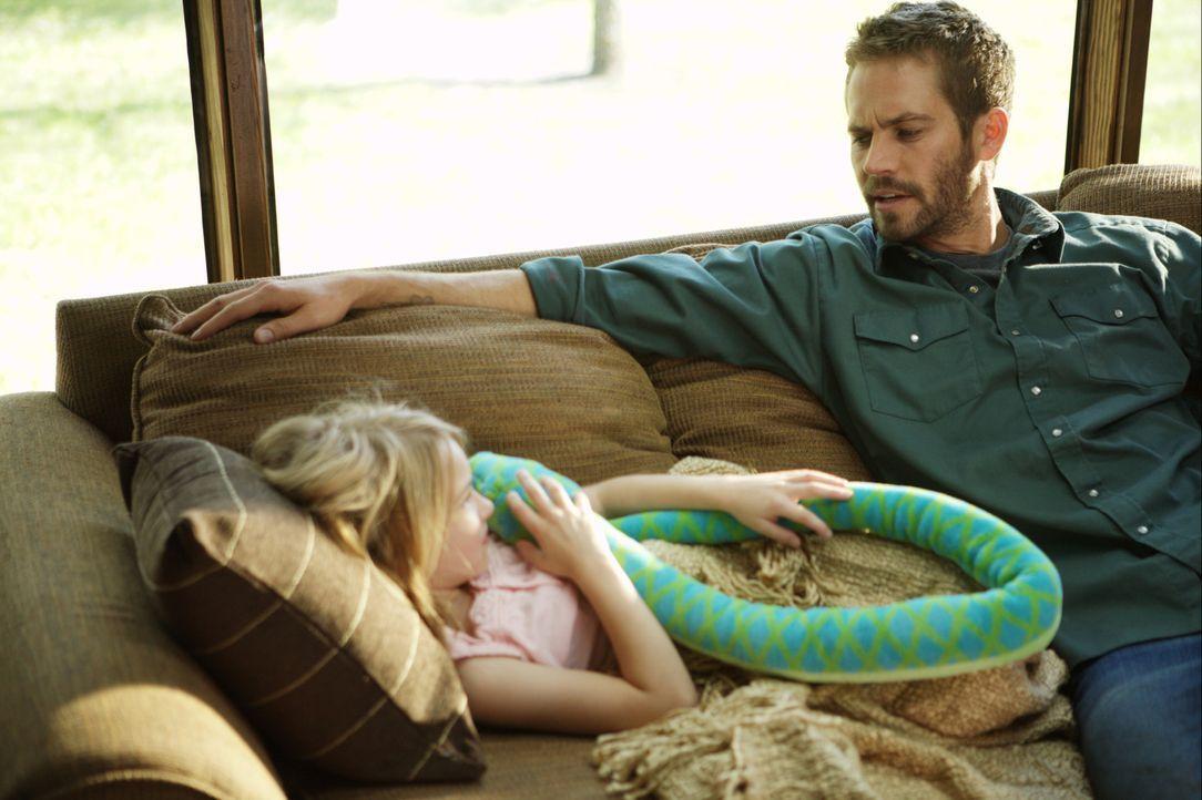 Den Tod zu täuschen, ist erst der Anfang: Ben (Paul Walker, l.) ist nicht bereit, für sein Weiterleben seine Frau und seine Tochter Katie (Brooklynn... - Bildquelle: 2008 Medea Capital LLC. All Rights Reserved.