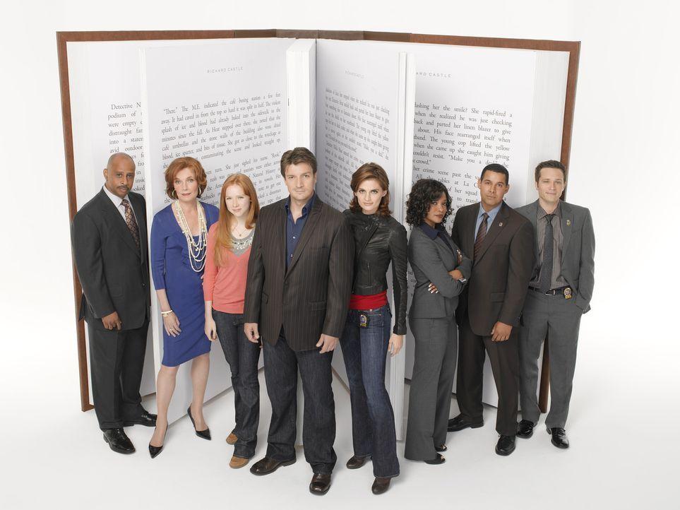 (2. Staffel) - Das Leben von (v.l.n.r.) Captain Roy Montgomery (Ruben Santiago-Hudson), Martha (Susan Sullivan), Alexis (Molly C. Quinn), Richard (N... - Bildquelle: ABC Studios
