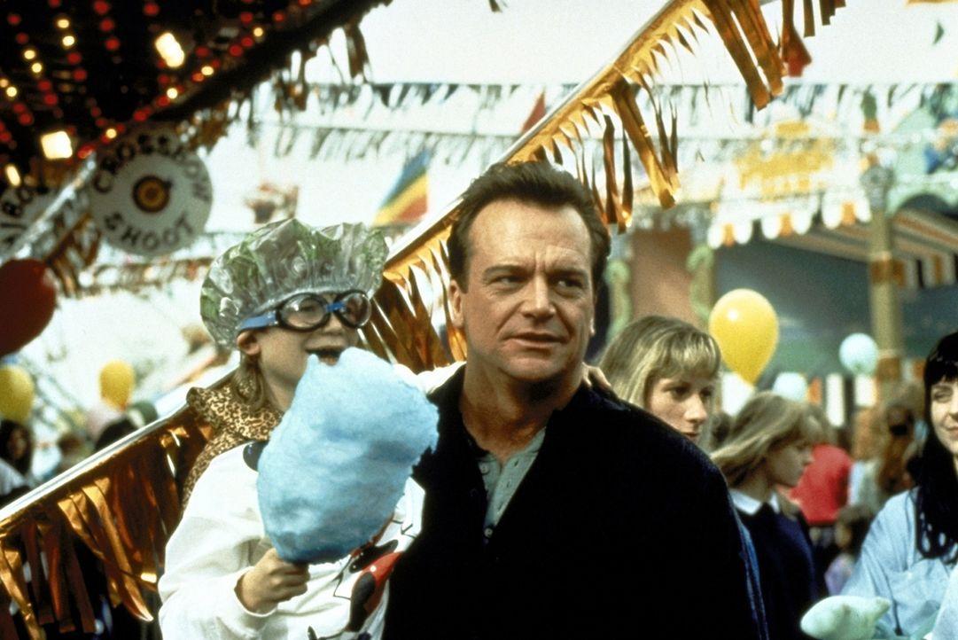 Weil Franklin (Tom Arnold) so gut mit Kindern umgehen kann, hat er die entführten Kleinen sehr schnell auf seiner Seite ... - Bildquelle: Warner Bros.