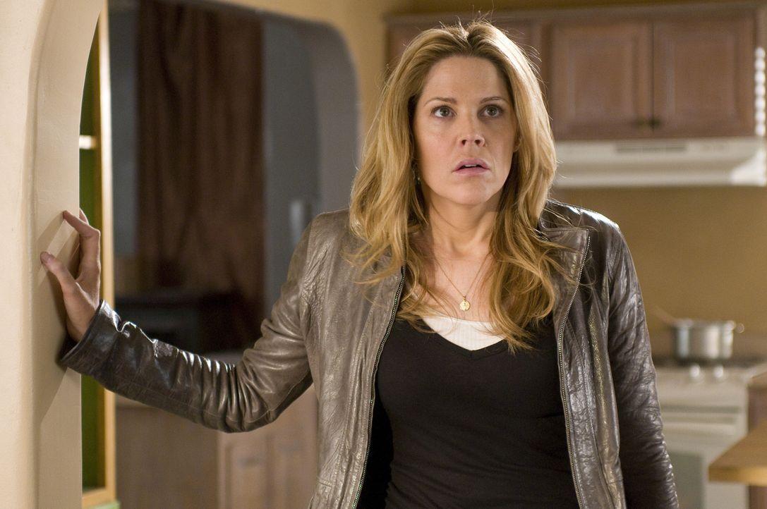Einbrecher oder nicht? Beim Heimkehren wird Mary (Mary McCormack) von dubiosen Geräuschen erwartet ... - Bildquelle: USA Network