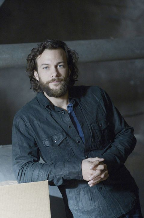 Ist Henry (Kyle Schmid) tatsächlich als Geist zurückgekehrt oder ist er nur ein Produkt von Aidans Fantasie? - Bildquelle: Philippe Bosse 2014 B.H. 4 Productions (Muse) Inc. ALL RIGHTS RESERVED.