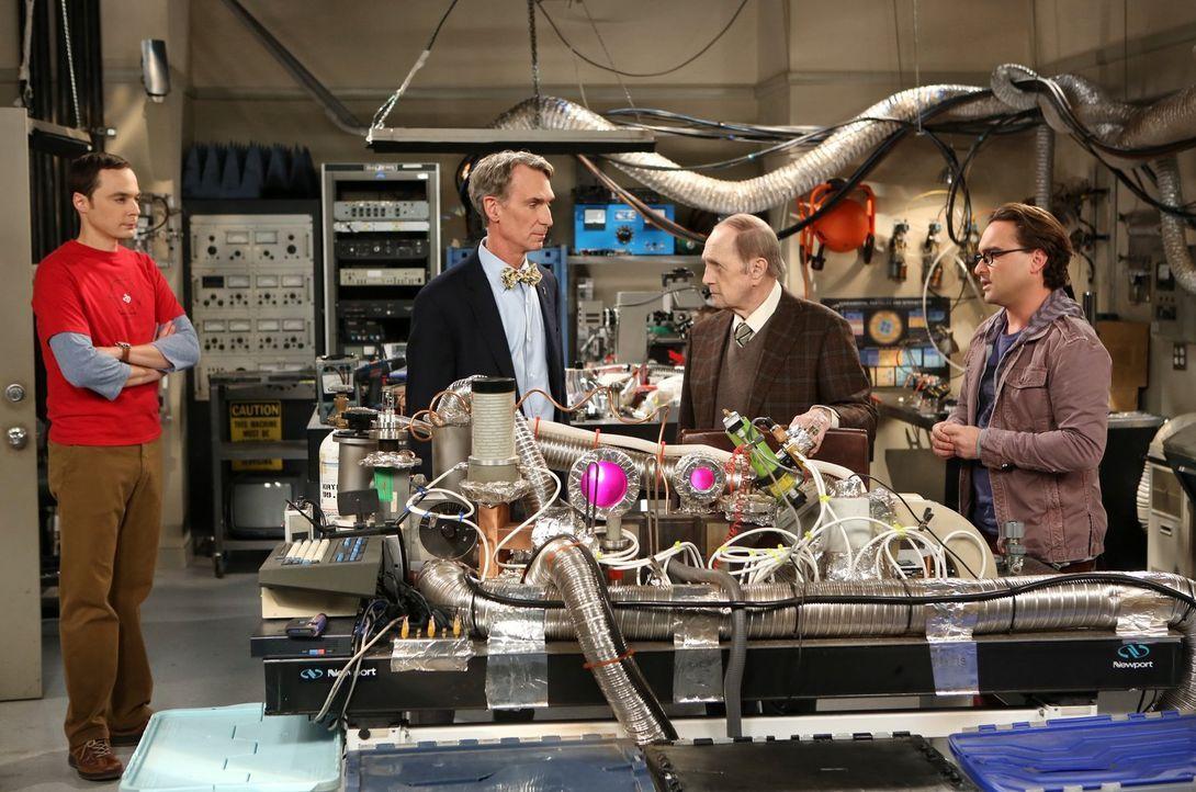 Sheldon (Jim Parsons, l.) ist beleidigt, als Professor Proton (Bob Newhart, 2.v.r.) Rat bei Leonard (Johnny Galecki, r.) sucht und nicht bei ihm. Er... - Bildquelle: Warner Bros. Television