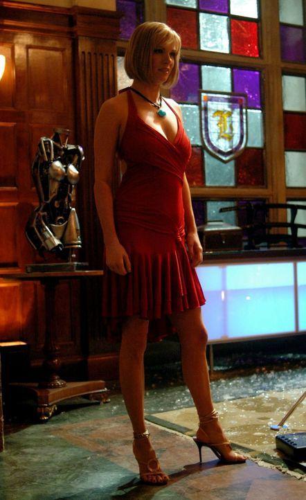 Die schöne Simone (Nichole Hiltz) stellt ein größeres Problem dar, als erwartet ... - Bildquelle: Warner Bros.