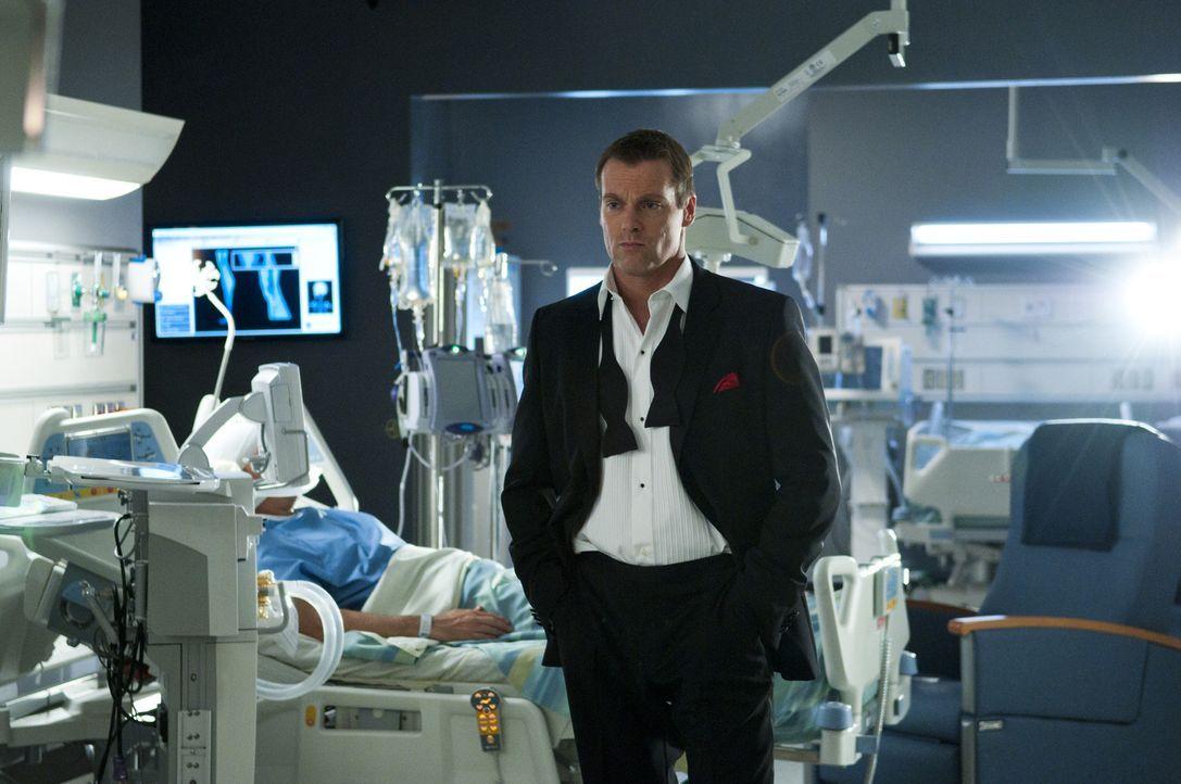 Während er im Koma liegt, begibt sich der Geist von Dr. Charlie Harris (Michael Shanks) auf einen Streifzug durch das Krankenhaus, wo er seine Kolle... - Bildquelle: 2012  Hope Zee One Inc.
