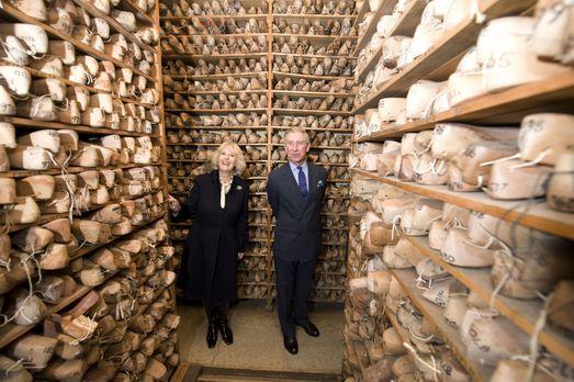 Der große Adelsreport - Im Auftrag der Queen unterwegs: Prince Charles (r.) u...