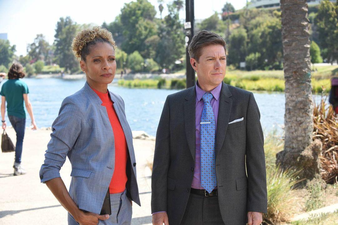 Da Debuty Chief Gina Santos (Michelle Hurd, l.) noch immer ein Auge auf die waghalsigen Ermittlungsstrategien von Riggs und Murtaugh haben möchte, i... - Bildquelle: Warner Brothers
