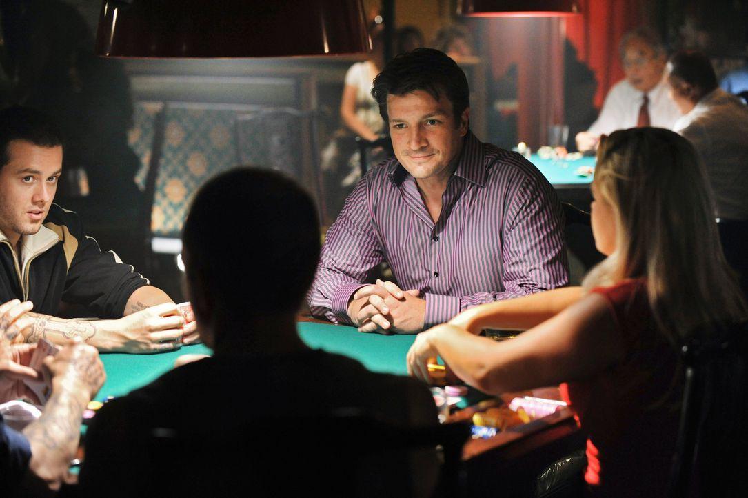 Um den russischen Mafioso zu überführen, begibt sich Richard Castle (Nathan Fillion, 2.v.r.) direkt in die Höhle des Löwen ... - Bildquelle: ABC Studios