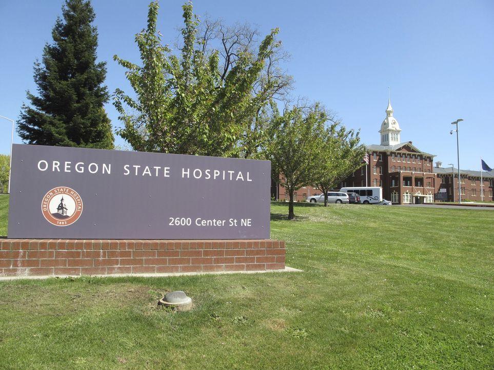 Don Wildman will dem Tod einer ganzen psychiatrischen Abteilung im Oregon State Hospital mit Hilfe von alltäglichem Geschirr auf den Grund gehen ... - Bildquelle: 2014, The Travel Channel, L.L.C. All Rights Reserved.
