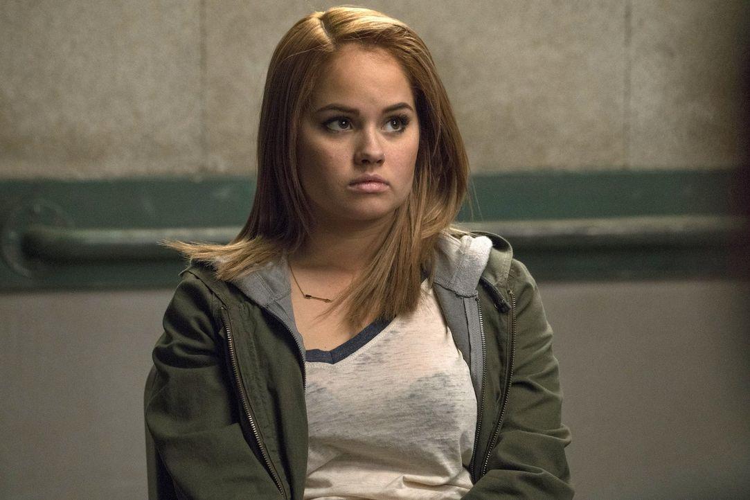 Wird zur Verdächtigen in einem Mordfall: Lauras Schwester Lucy (Debby Ryan) ... - Bildquelle: 2016 Warner Bros. Entertainment, Inc.