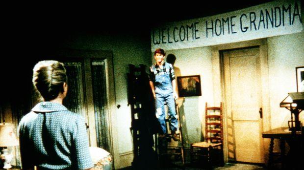 Jason Walton (Jon Walmsley, r.) zeigt seiner Mutter Olivia (Michael Learned,...