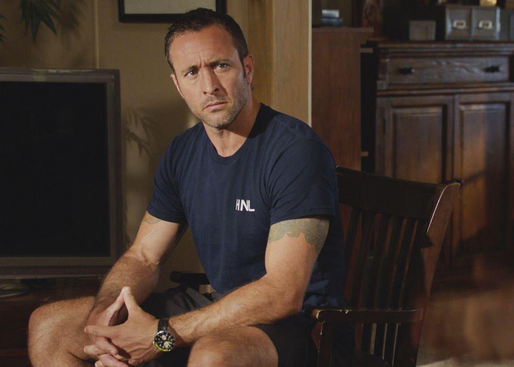 Als er erfährt, dass ihn die von Danny engagierte Stressmanagerin auch im neuen Mordfall zweier Touristen begleiten soll, ist McGarrett (Alex O'Loug... - Bildquelle: 2017 CBS Broadcasting Inc. All Rights Reserved.