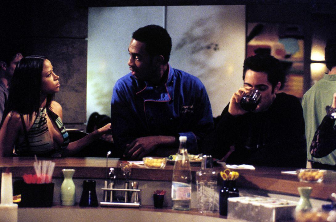 Jeremiah (Bill Bellamy , M.) trifft nach längerer Zeit erneut seine Traumfrau Meg (Stacey Dash, l.) wieder und ergreift aus panischer Angst die Flu... - Bildquelle: Paramount Television
