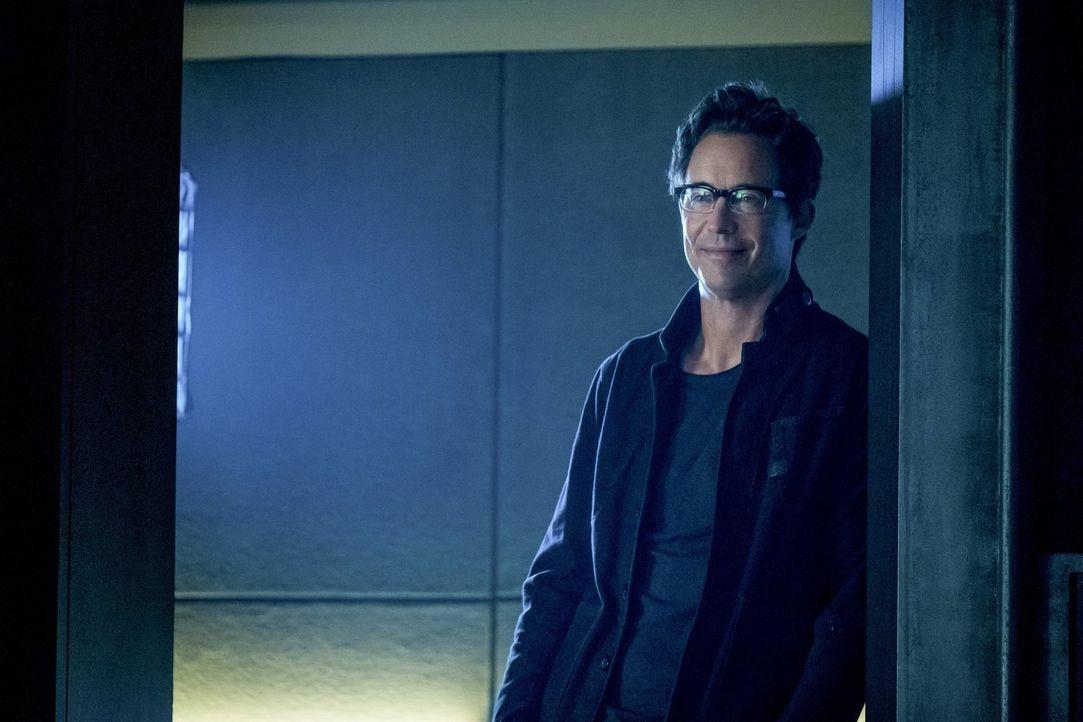 Versucht, Cisco zu helfen, als dieser ins Fadenkreuz eines skrupellosen Mannes gerät: Harry (Tom Cavanagh) ... - Bildquelle: 2017 Warner Bros.