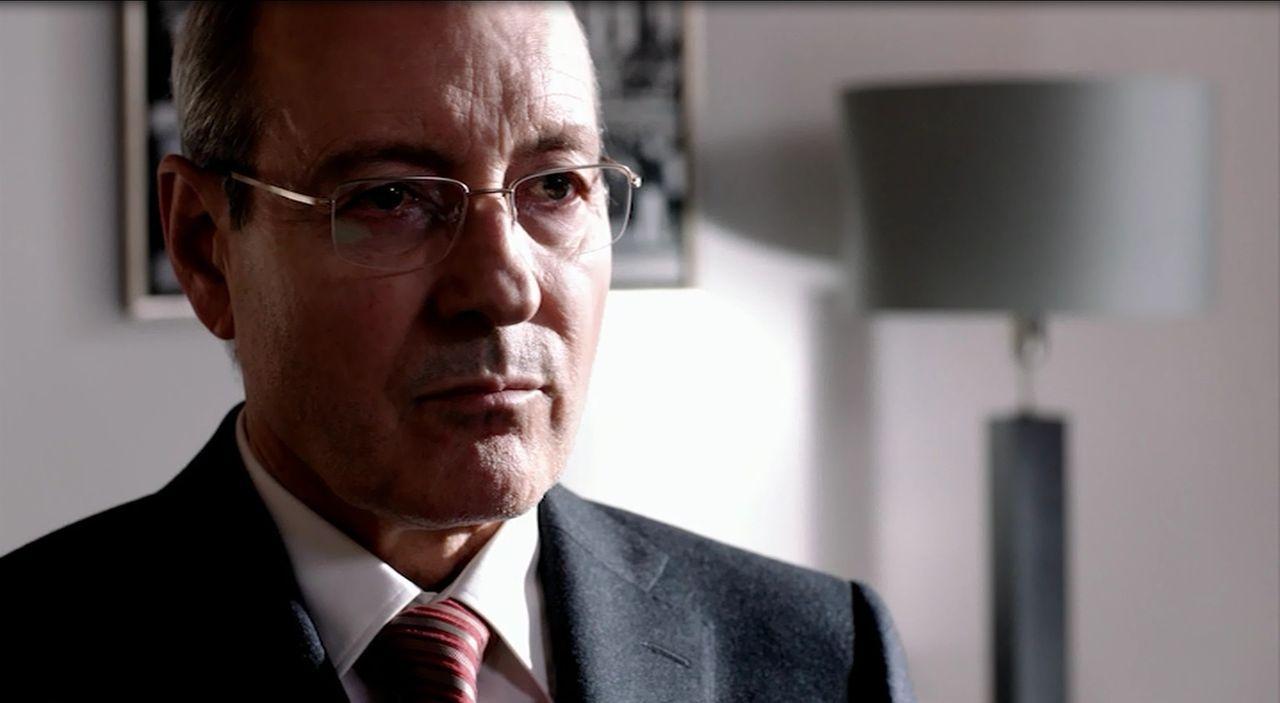 Im Dilemma: Lothar Hagebölling (René Schoenenberger), Leiter des Bundespräsidialamtes ... - Bildquelle: SAT.1